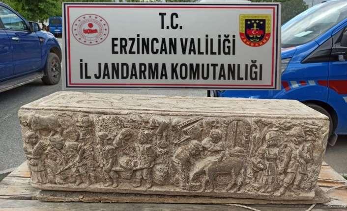 Erzincan'da lahit mezarını satmaya çalışan 3 kişi yakalandı