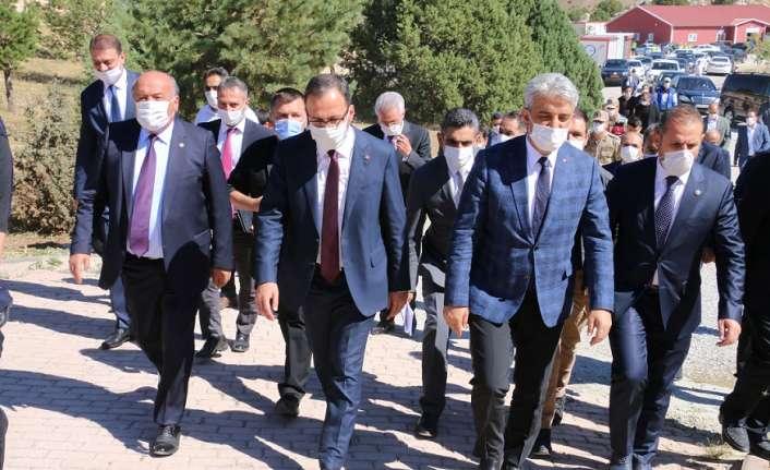 Bakan Mehmet Muharrem Kasapoğlu, Erzincan'da bir dizi temaslarda bulundu