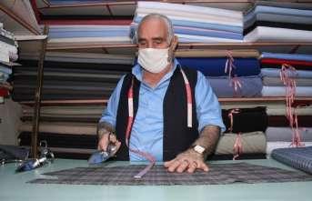 10 metrekarelik çalıştığı iş yerinde tüm zorluklara rağmen 56 yıldır mesleğini devam ettiriyor
