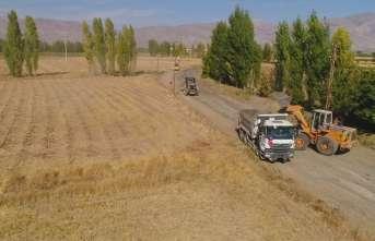 Erzincan-Kemah yolunda yol genişletme çalışmaları