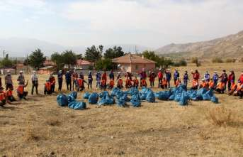 Erzincan'da gençlerden çevre temizliği