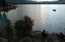 Erzincan'da gölette kaybolan şahsı arama çalışmaları...