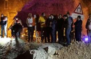 5 kişinin öldüğü kaza mahallinde Vali Arslantaş,...