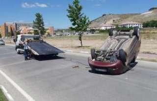 Ters dönem araçtaki sürücü Yaralı kurtarıldı