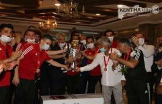 24Erzincansporun Şampiyonluk gecesi renkli görüntülere sahne oldu