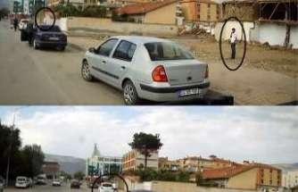 Otomobilin camını kırıp hırsızlık yapan 2 zanlı suçüstü yakalandı