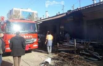 Demirci Dükkanında Çıkan Yangın Korkuttu