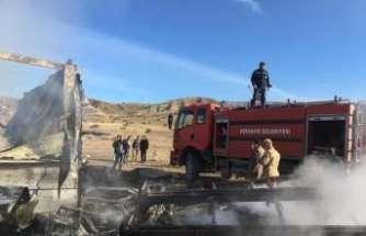 Süt fabrikasına ait ahır yandı