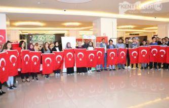Barış Pınarı Hareketine Türk Bayraklı Destek