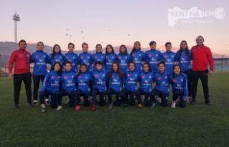 Bayan Futboluna Erzincan Gençler Gücü Damgası