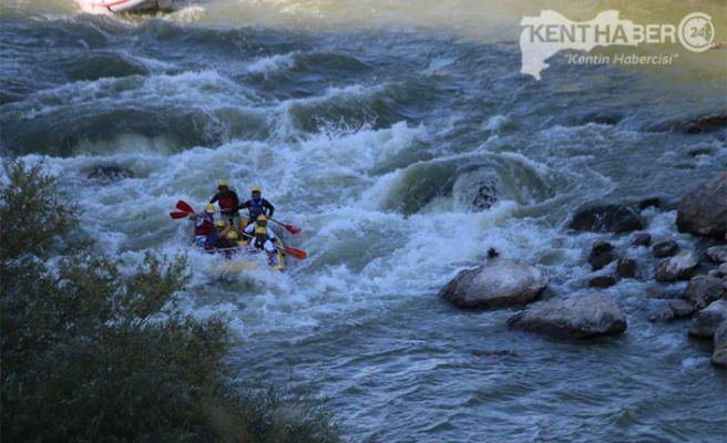 Karasu Nehri'nde Rafting Heyecanı Yaşadılar